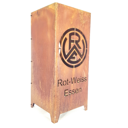 Feuersäule in Rostoptik mit dem Vereinslogo von Rot-Weiss-Essen | RWE Fanshop | madeofsteel-oberhausen.de