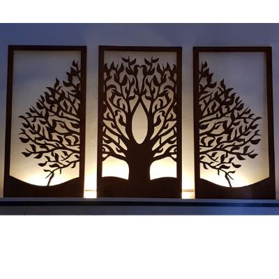 Lebensbaum Rostoptik beleuchtet